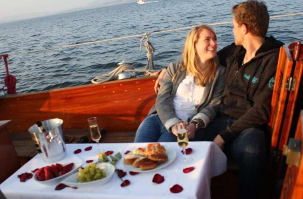 Romantische Nacht auf Segelyacht